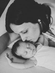 Lifestyle-Newbornfotos-baby-pasgeboren-familiefotos-Vleuten-Vleuterweide-Utrecht-www.moniekvanselmfotografie.n