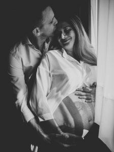 Zwangerschapsfotoshoot Utrecht Maximapark Leidsche Rijn Vleuten Zwangerschapsfotograaf Lifestyle Zwangerschapsfotografie Moniek van Selm (31).jpg
